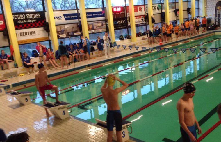 Zwembad Dolfijn Hoogeveen.Tweede Competitie Ronde Zpc Hoogeveen In Eigen Bad De
